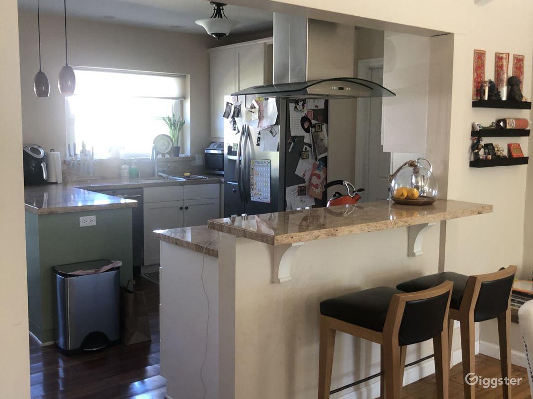 Cozy, open floor plan, mid century home  Photo 4