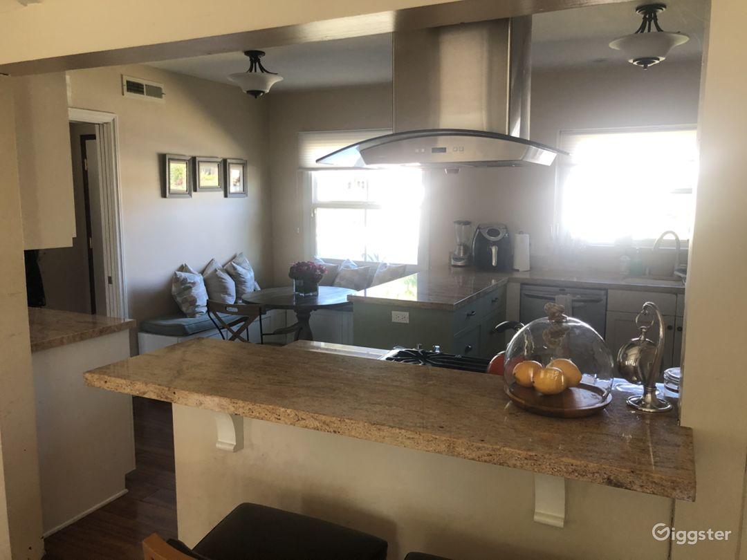 Cozy, open floor plan, mid century home  Photo 5