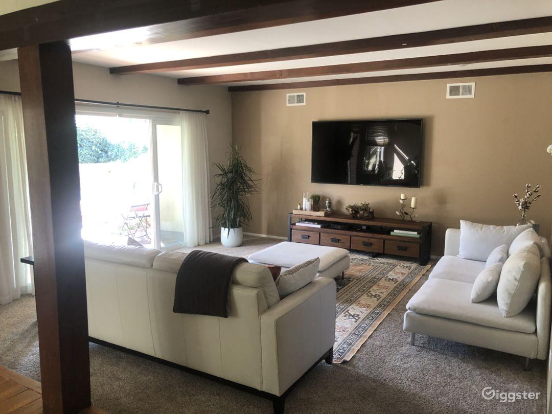 Cozy, open floor plan, mid century home  Photo 3