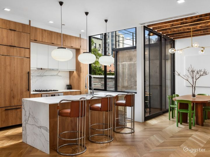Spectacular Renovated, Mid-Century Townhouse  Photo 4