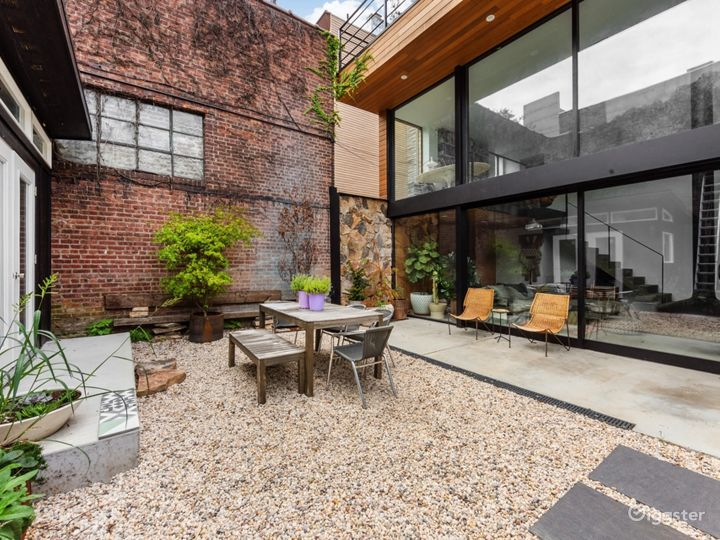 Spectacular Renovated, Mid-Century Townhouse  Photo 3