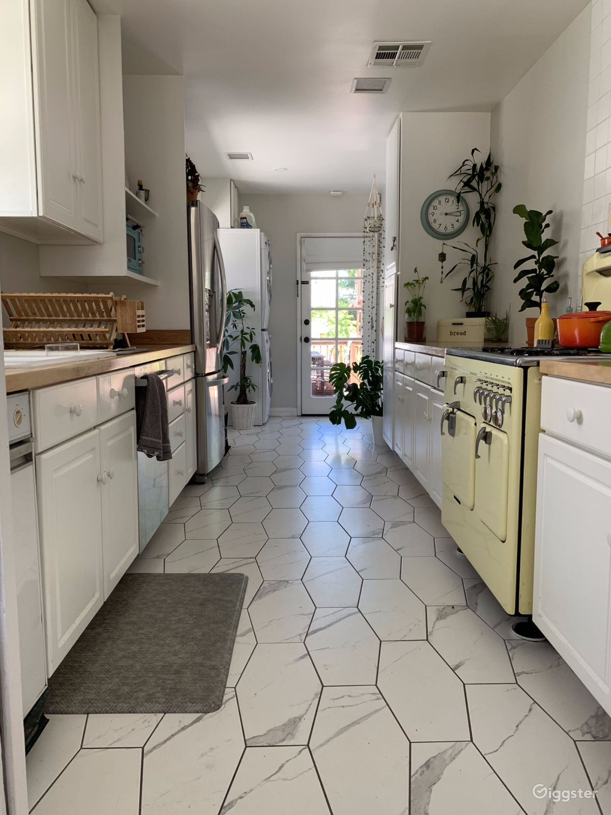 Bright & Well Maintained 1950's Suburban Home | Rent this ... 1950s Suburban Homes