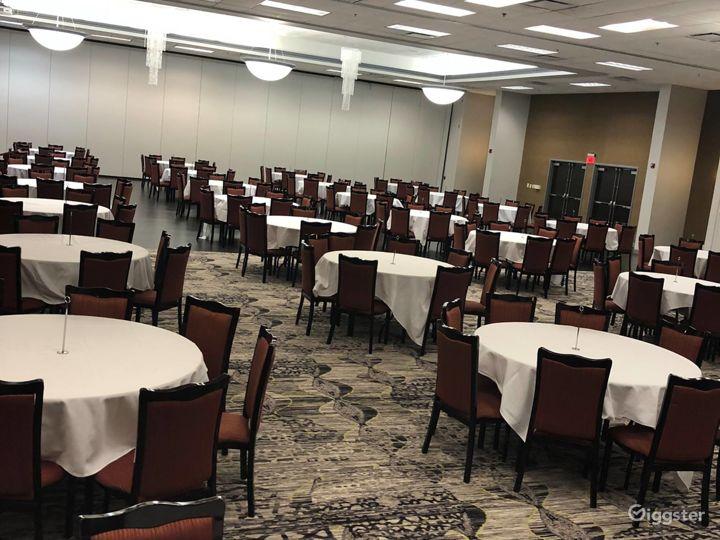 Elegant Banquet Ballroom in Bloomington Photo 2