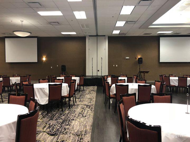 Elegant Banquet Ballroom in Bloomington Photo 3