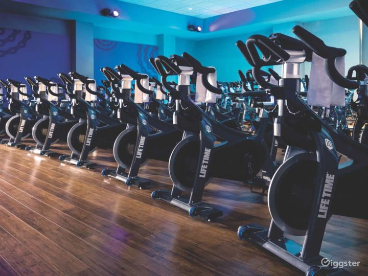 Upscale modern gym and spa: Location 5286 Photo 4