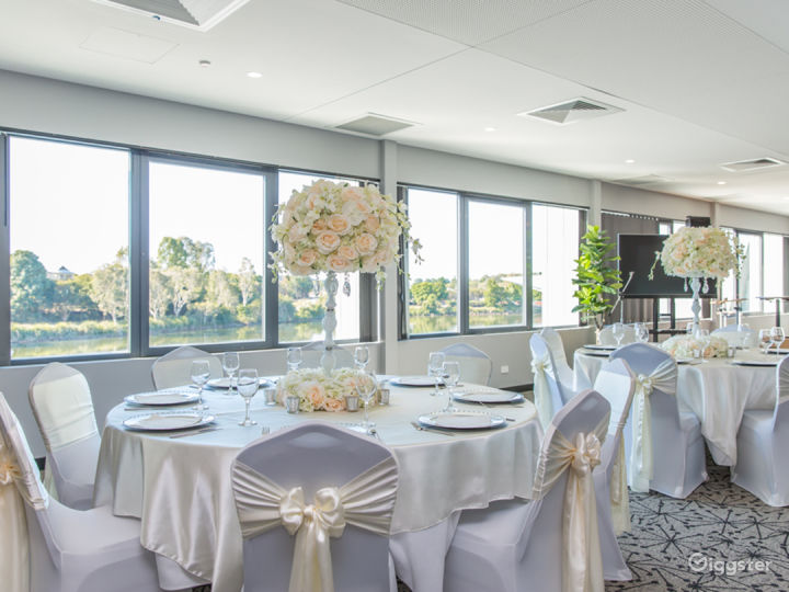 Magnificent Moreton Bay Room with Lake View Photo 5