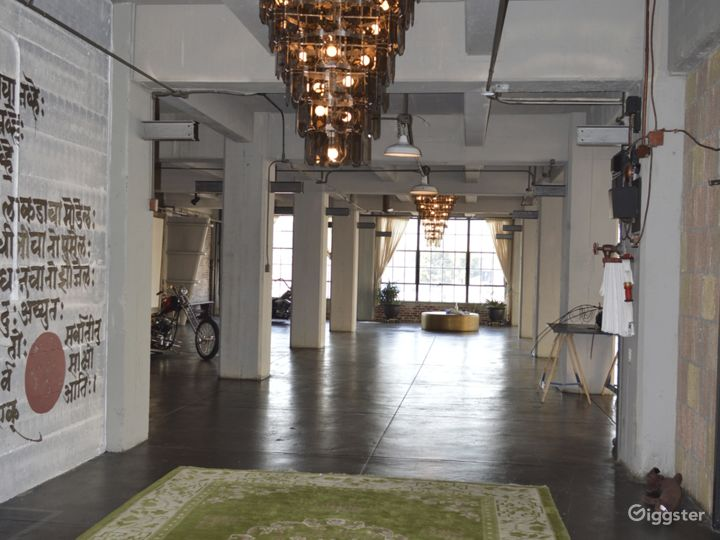 Large Open Loft Space with View Photo 3