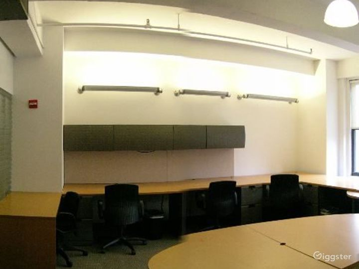 Office suites and conference room: Location 4098 Photo 3