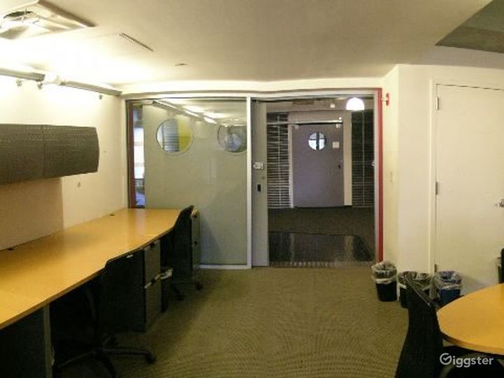 Office suites and conference room: Location 4098 Photo 4