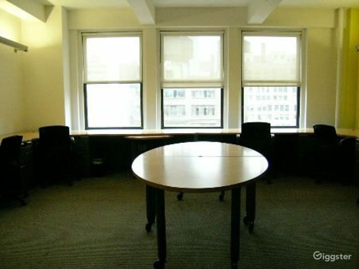 Office suites and conference room: Location 4098 Photo 5