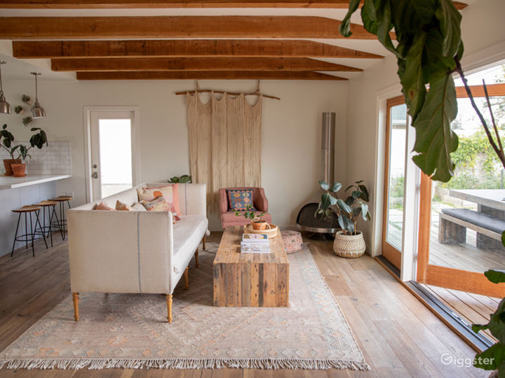 Artist's home, light filled, blue-grey kitchen Photo 5