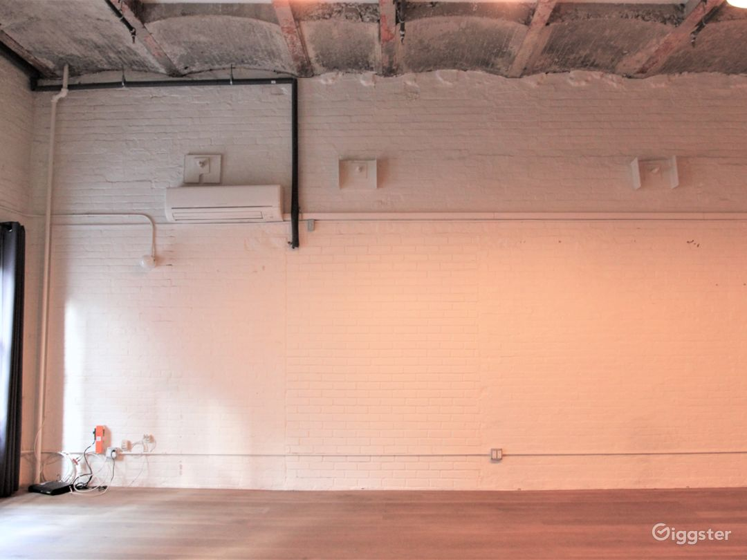 Airy Artist Studio with Dramatic Ceilings in LES Photo 4