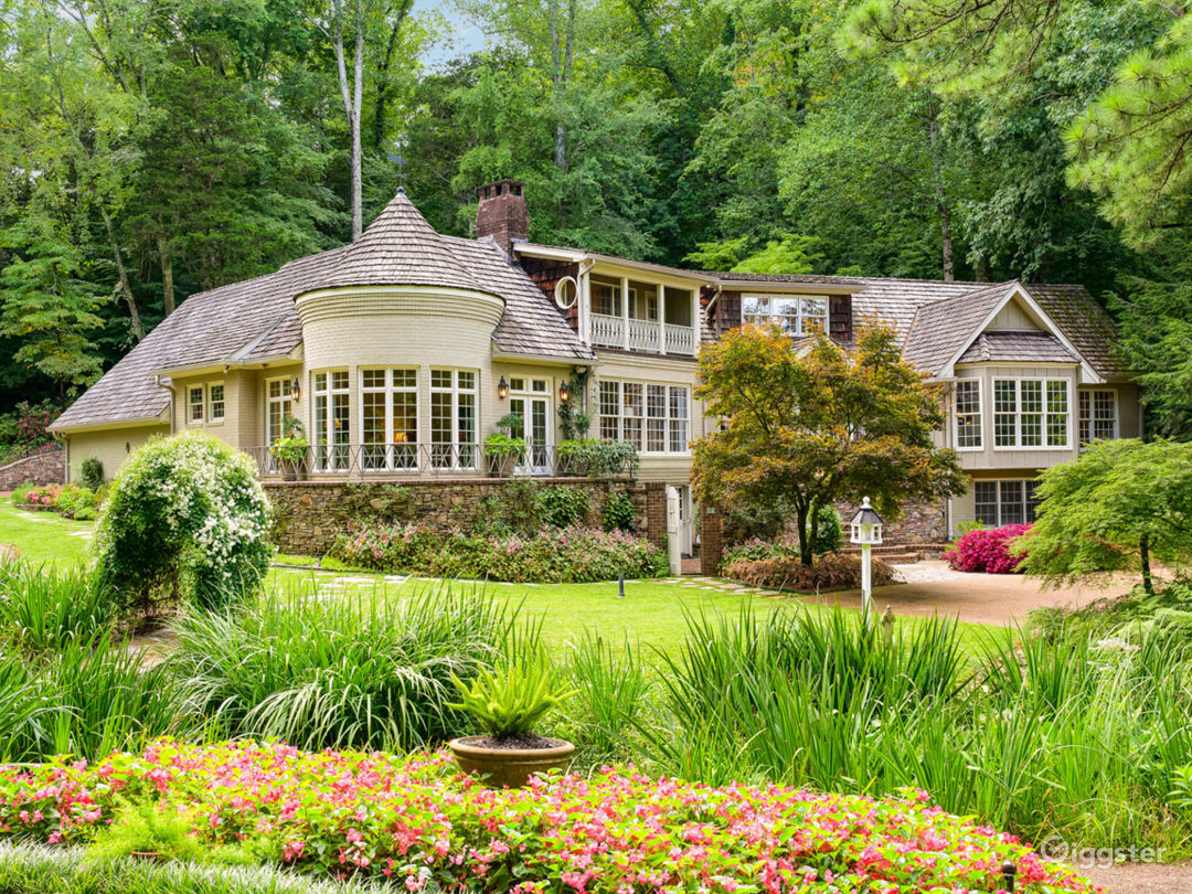 6,000 sqft Tennessee Home w/pond/lush landscaping Photo 1