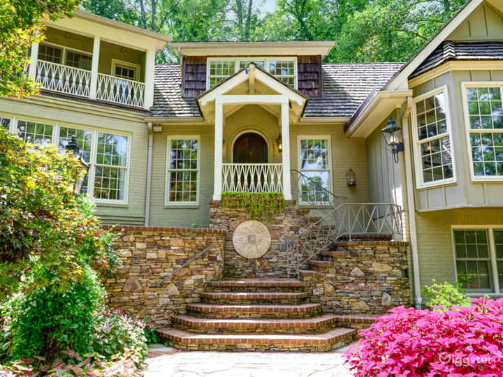 6,000 sqft Tennessee Home w/pond/lush landscaping Photo 2