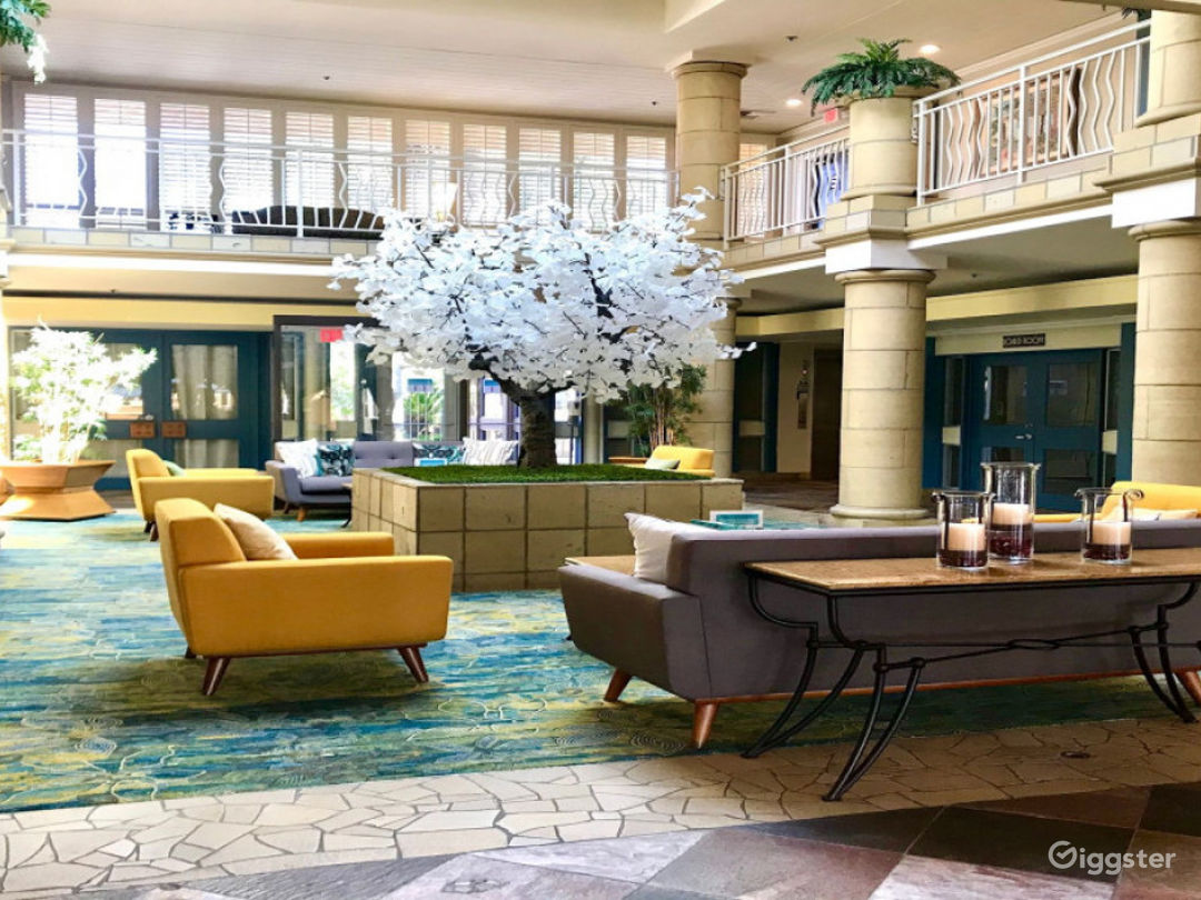 Alluring Lobby Conference Venue Photo 1