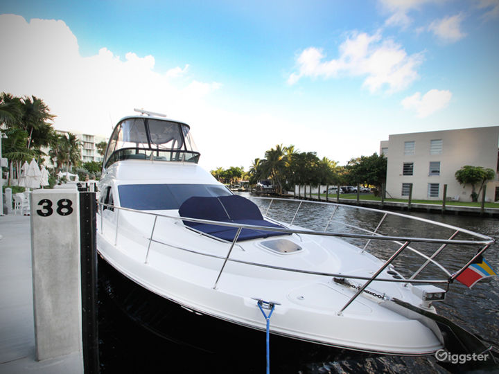 Premium 55FT FLYBRIDGE Party Yacht Space Events Photo 3
