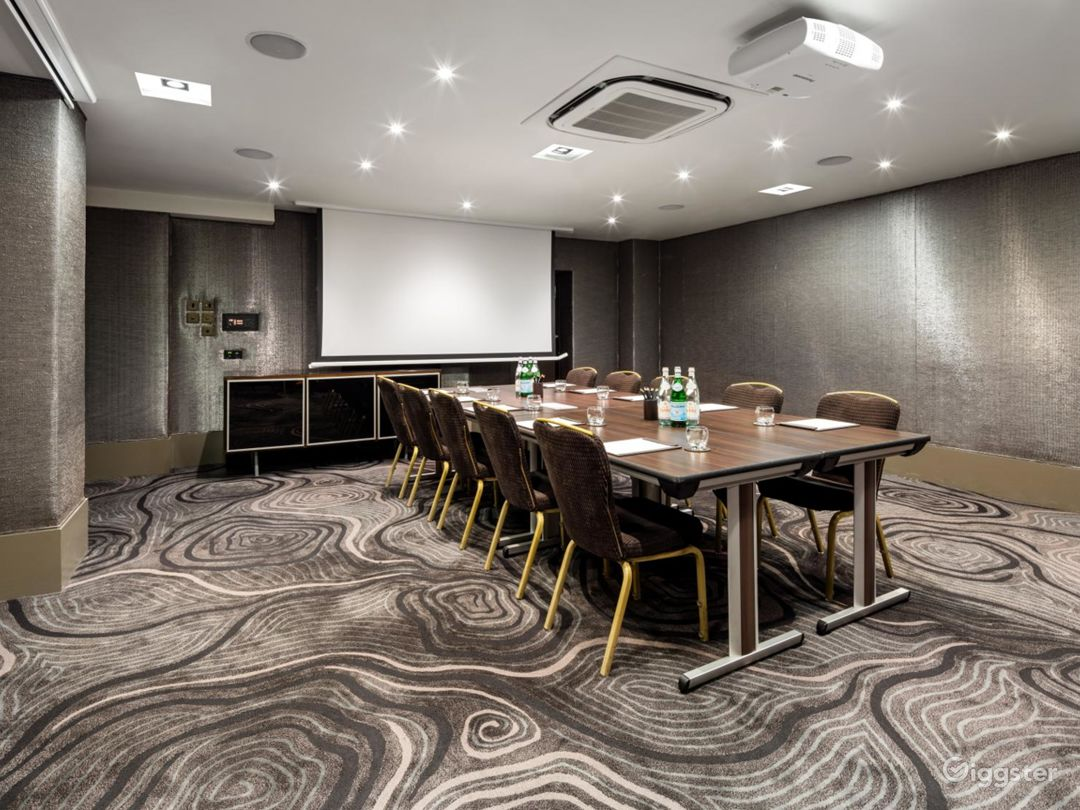 Magnificent Private Room 5 in Bloomsbury Street, London Photo 1