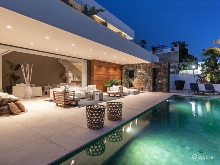 Celebrity Stunning Modern Villa in Studio City Photo 4