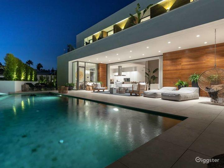 Celebrity Stunning Modern Villa in Studio City Photo 2