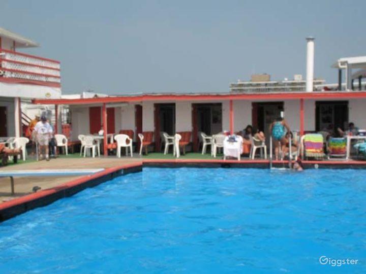 Beach club with pool: Location 2939 Photo 4
