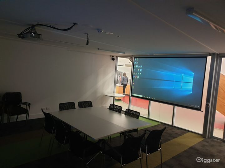 A VR Lab Tech and Rehearsal Space Photo 2