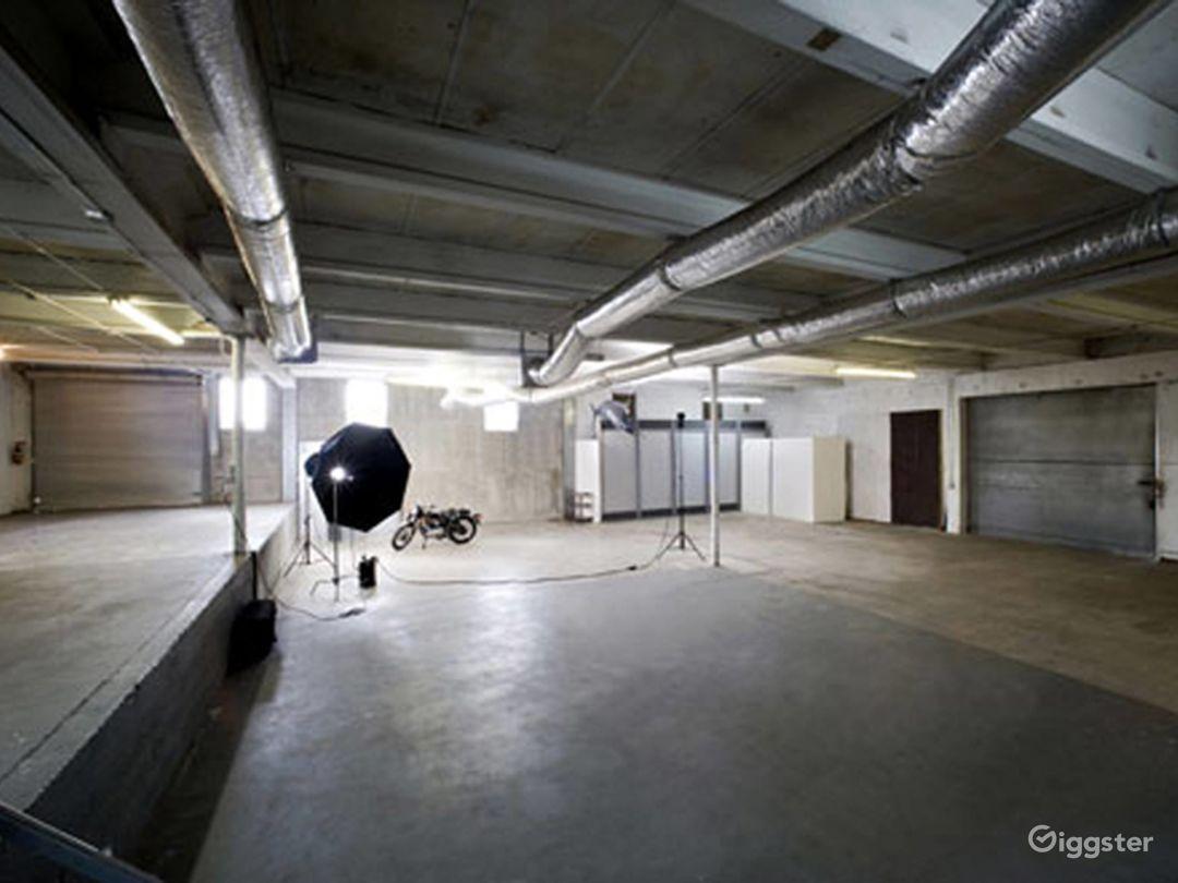 Almost 6000sqft Stylish Studio Space with sunken area in Miami Photo 1