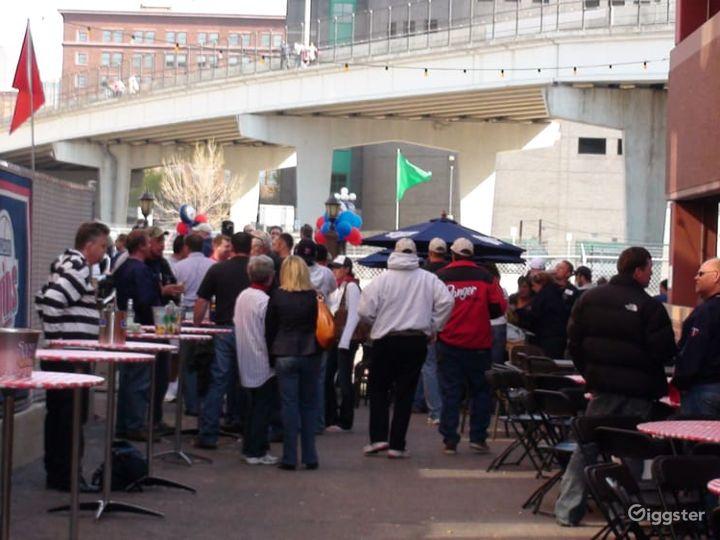 Spacious Outdoor Patio Event Venue in Minneapolis Photo 3