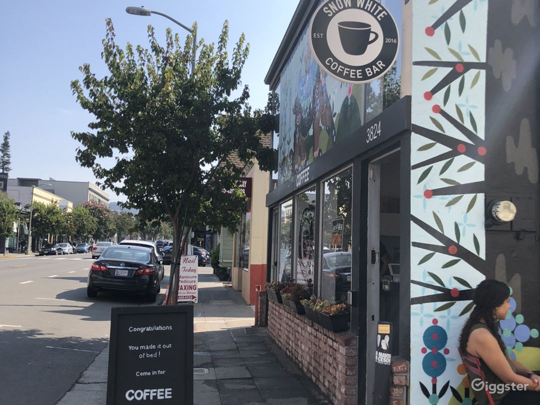 Oakland coffee shop + mural Photo 4