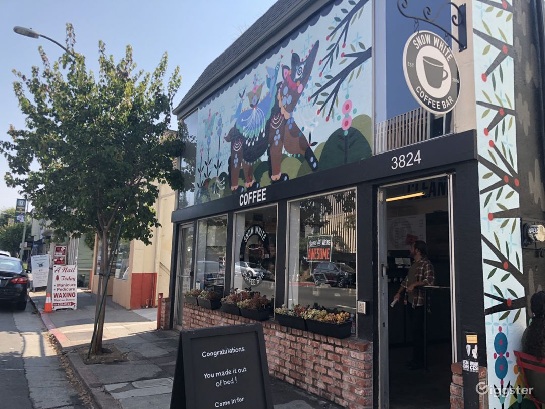 Oakland coffee shop + mural Photo 3