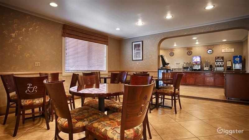 Cozy Dining Area  Photo 1