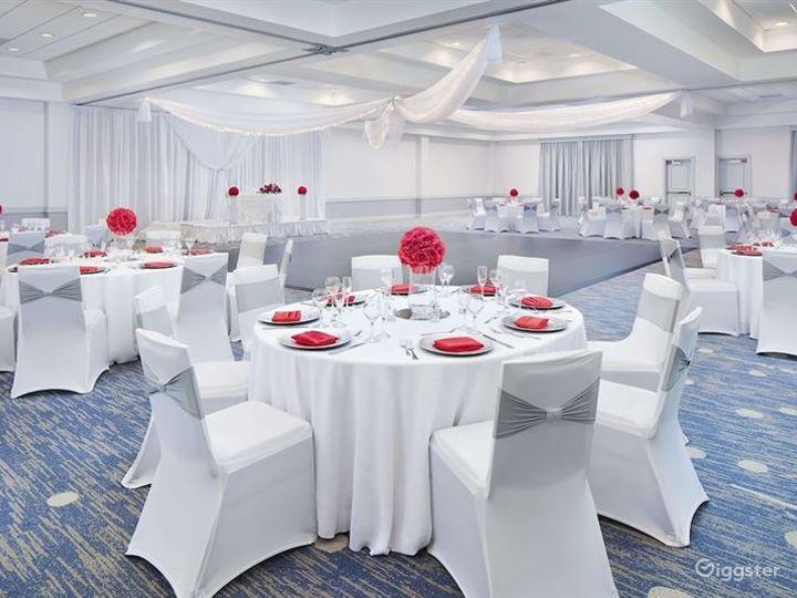 Spacious Ballroom For any Events Photo 3