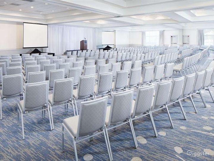 Spacious Ballroom For any Events Photo 2