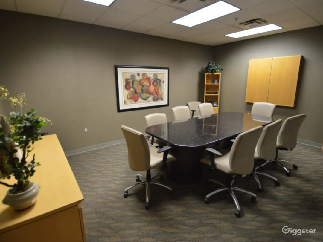 8 Person Conference Room In The Heart Of Chandler Photo 1