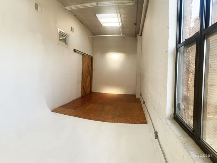Photo Studio with Cyclorama Wall and Natural Light Photo 4