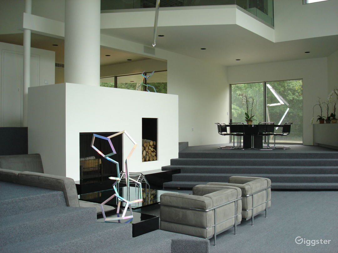 CT 2 - Large Modern House with a Garage Area Photo 5