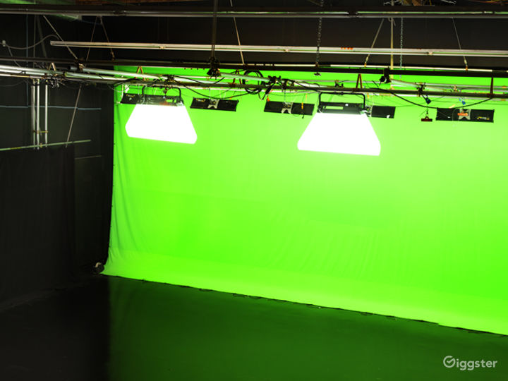Giant Pre-Lit Green Screen Sound Stage Photo 3