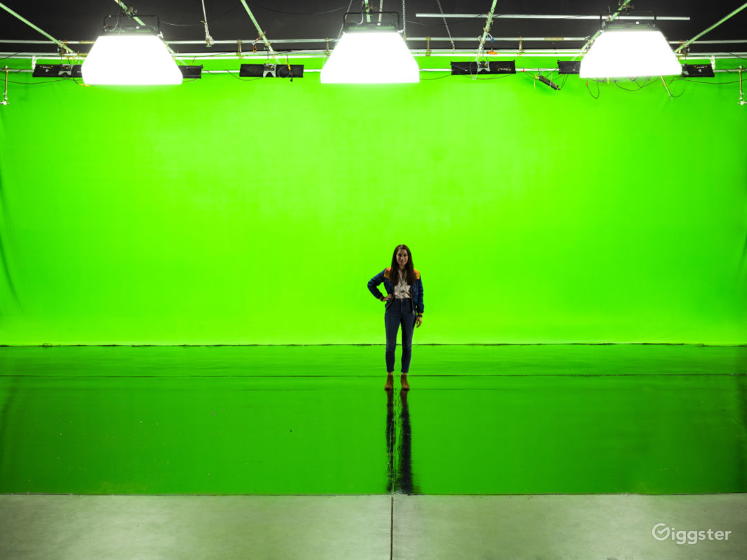 Giant Pre-Lit Green Screen Sound Stage Photo 1