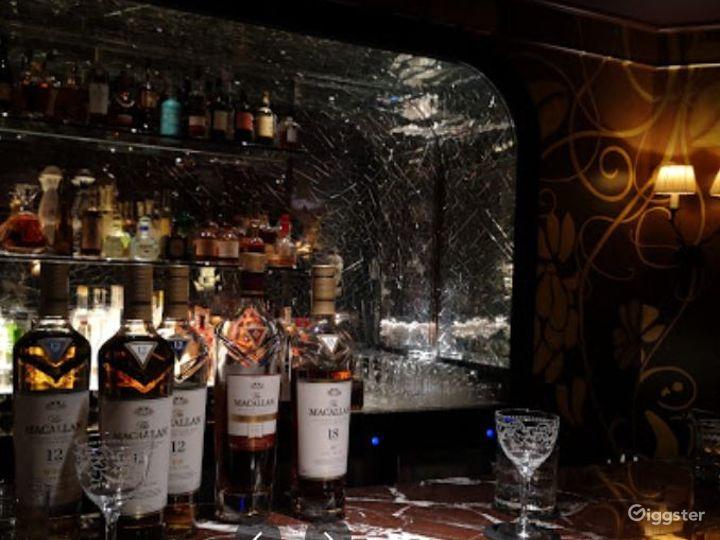 Sophisticated Restaurant with Illuminated Onyx Bar Photo 5