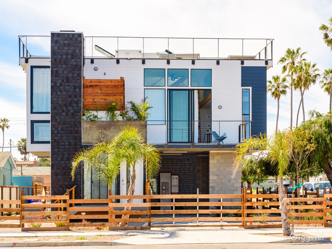 Modern Beach Home w/ amazing rooftop deck Photo 3