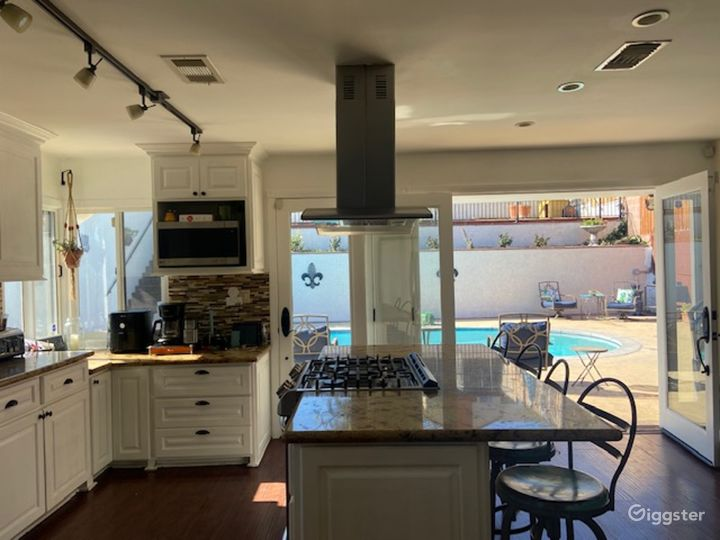 Beautiful L.A. Home with Pool and View Photo 5