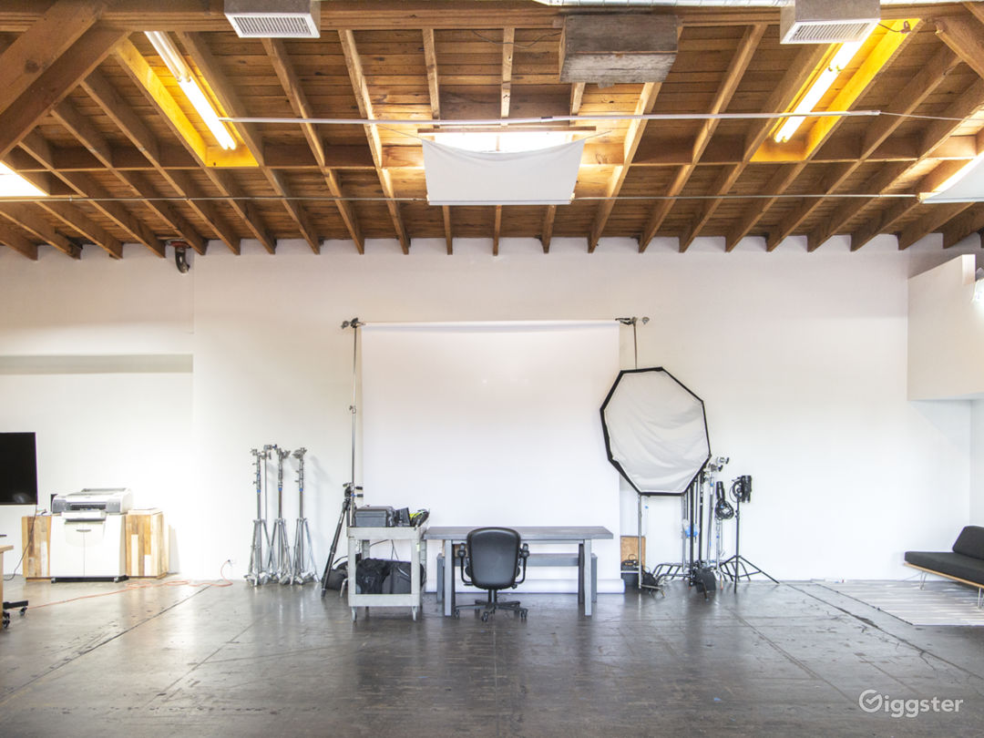 Spacious Arts District Warehouse Studio Photo 5