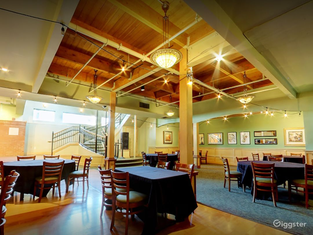 A Spacious Banquet Area Great for Weddings Photo 1