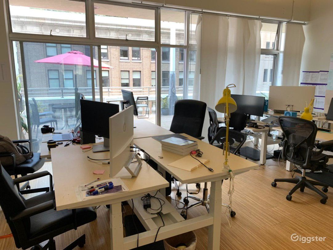 Furnished office space with two open decks Photo 3