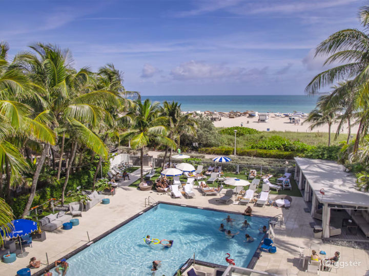 Pool Deck in Miami Beach Photo 2