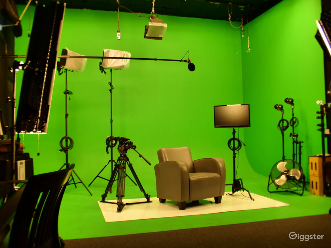 Photo-Video Studio with Pre-Lit Green Screen Stage Photo 1