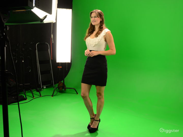 Photo-Video Studio with Pre-Lit Green Screen Stage Photo 2