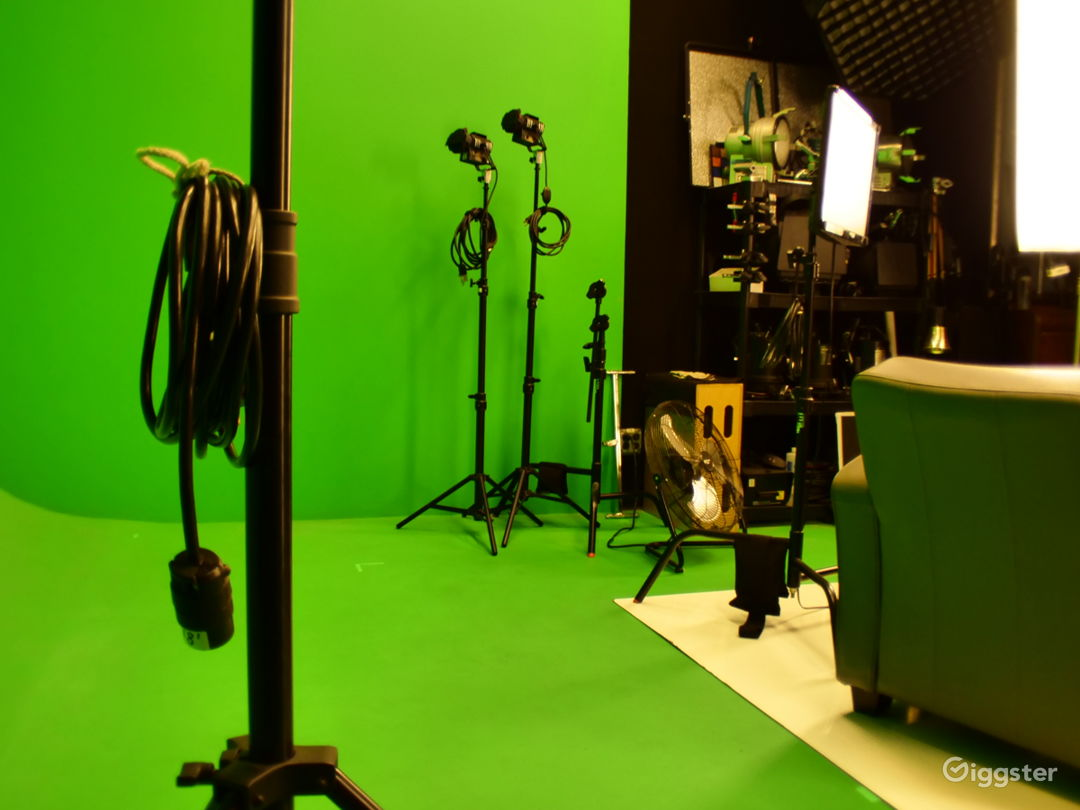 Photo-Video Studio with Pre-Lit Green Screen Stage Photo 4