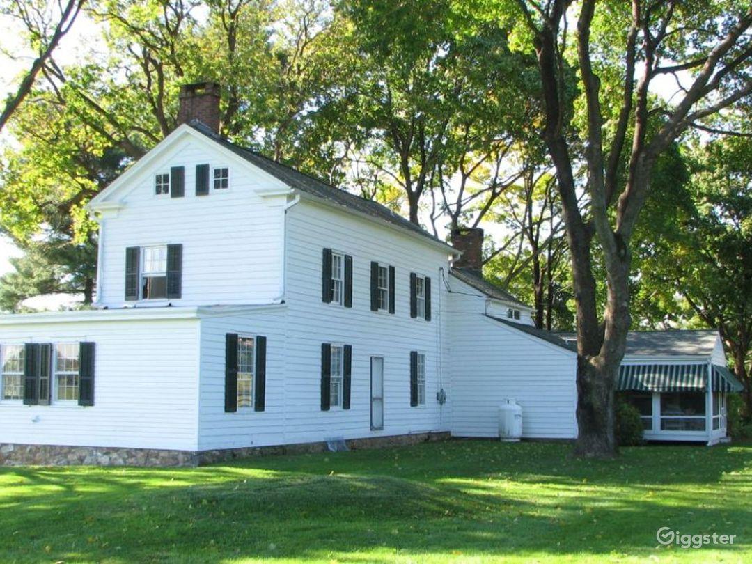 Bucolic farmhouse: Location 4168 Photo 1
