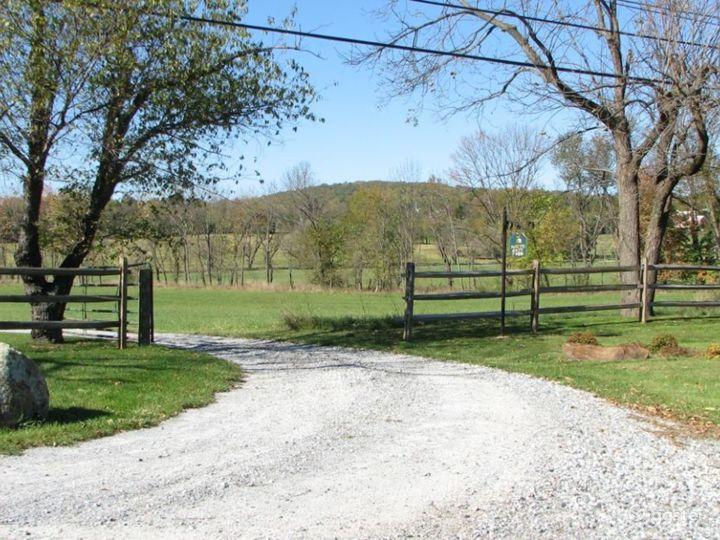 Bucolic farmhouse: Location 4168 Photo 2