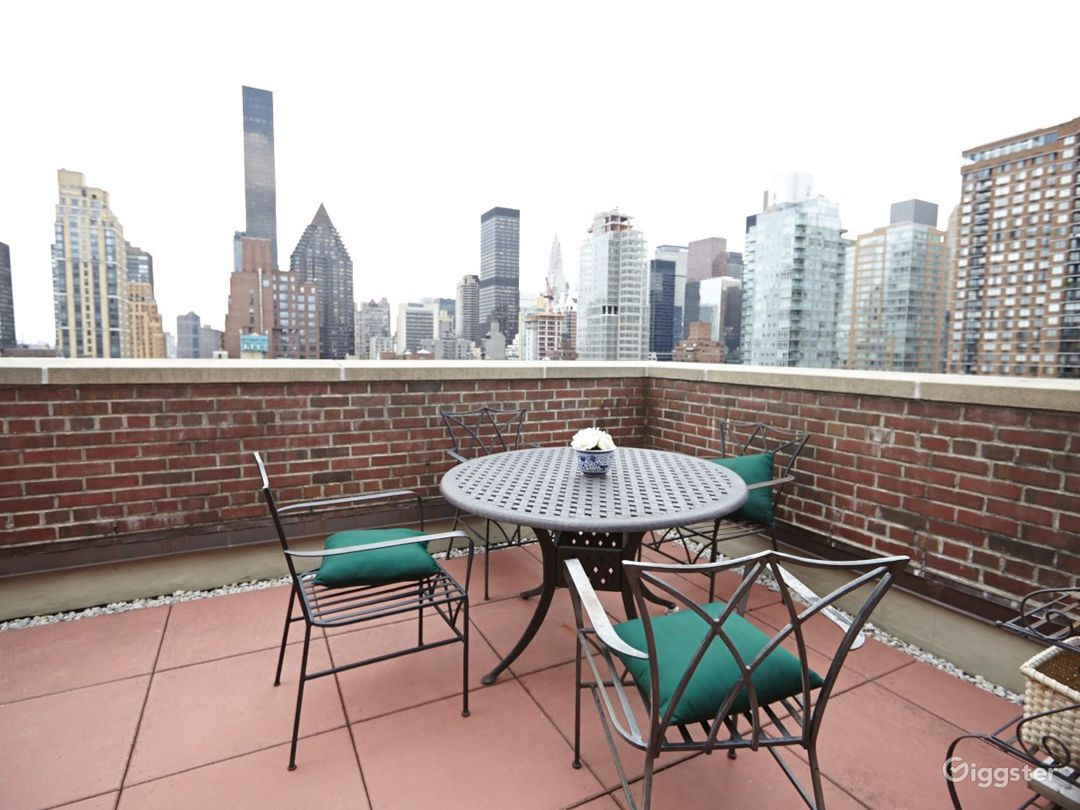 Contemporary penthouse apartment: Location 2748 Photo 1